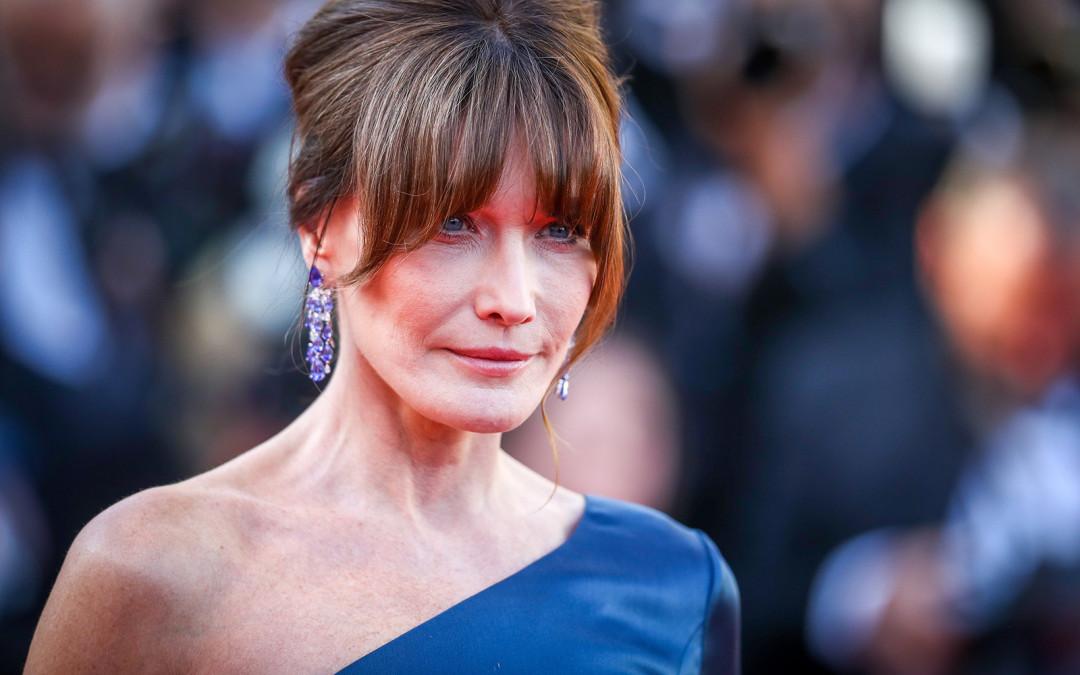 Cum arată azi, la 51 de ani, fosta primă doamnă a Franței, Carla Bruni. Era unul dintre cele mai dorite fotomodele ale anilor '90!