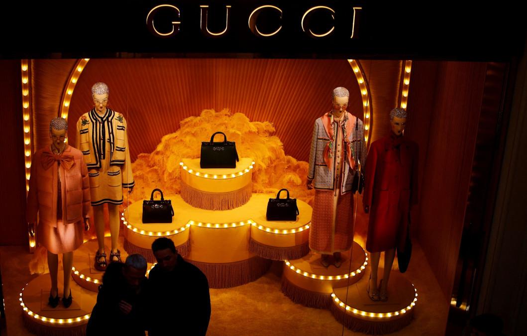 Casa de moda Gucci este acuzata de vanzarea unor accesorii cu tematica religioasa. De unde provin si cu cat se vand pe site-ul oficial
