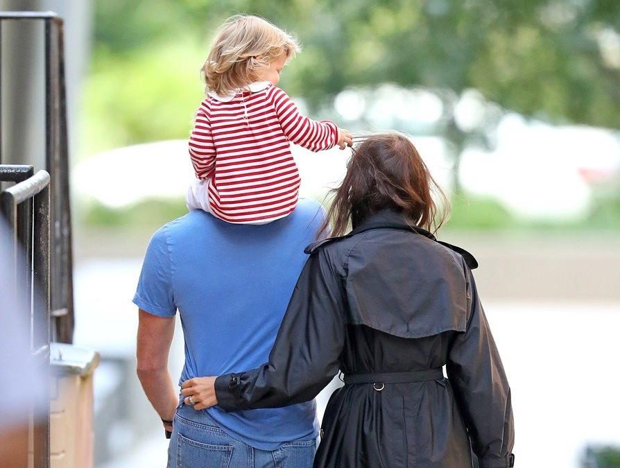 Păreau cuplul perfect, dar acum luptă în instanță pentru custodia fiicei lor! Modelul vrea să se mute într-o altă localitate cu micuța de doi ani