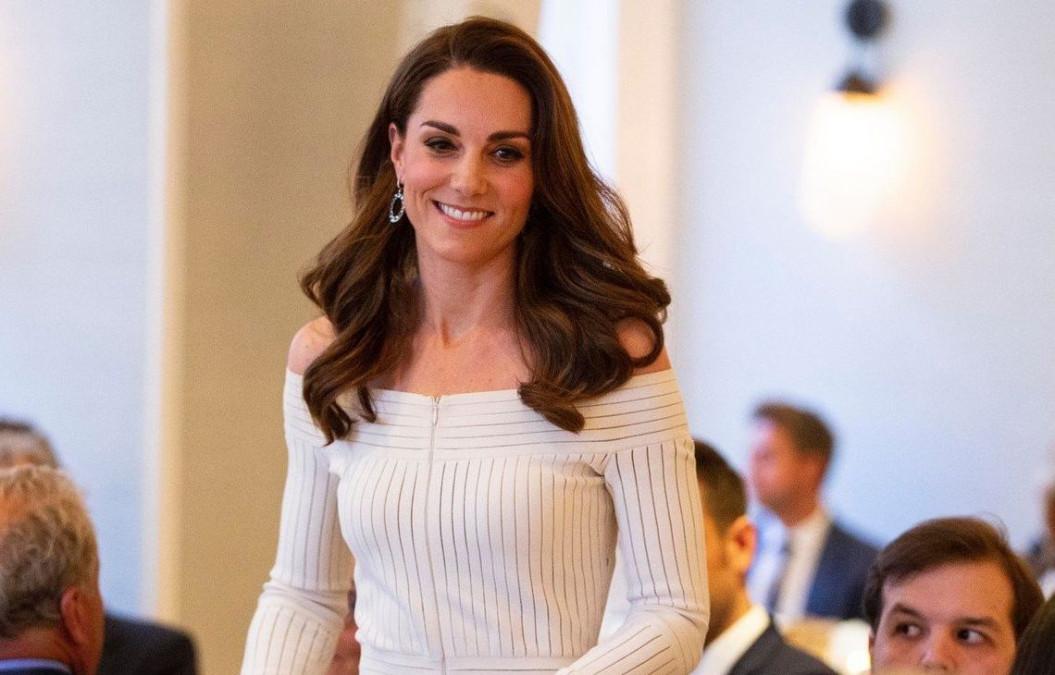 Kate Middleton, in cea mai sexy rochie! A lasat totul la vedere. Ducesei de Cambridge aproape ca i s-a vazut lenjeria intima