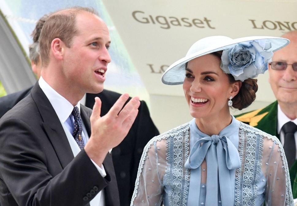 Kate Middleton, cu lenjeria la vedere! Așa l-a cucerit pe prințul William! Rochia transparentă care a pus-o pe lista neagră a Reginei Elisabeta a II-a