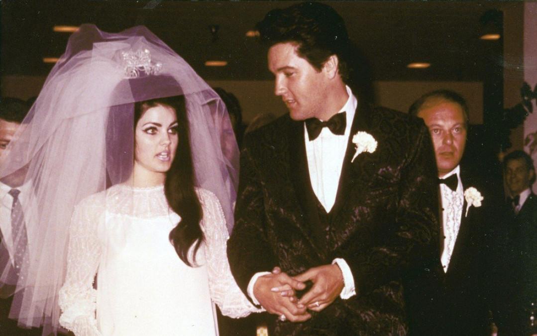 In ce fel arata acum fosta sotie a lui Elvis Presley! S-au cunoscut când ea avea doar 14 ani, iar el 24, dar au divortat dintr-un motiv absurd. Priscilla Presley are 75 de ani, dar e de nerecunoscut. Imaginile cu ea sunt greu de privit