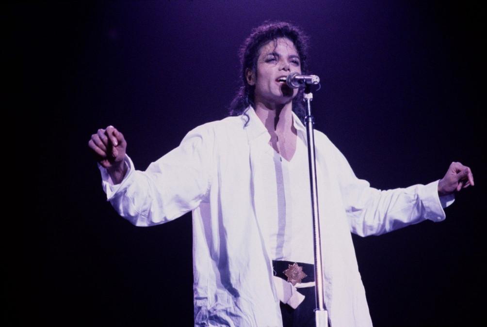 Detalii socante ies la iveala la 10 ani de la moartea lui Michael Jackson! Artistul era atat de sarac cand a decedat, incat facea lucruri extreme. Ce ajunsese sa poarte la fiecare iesire in public