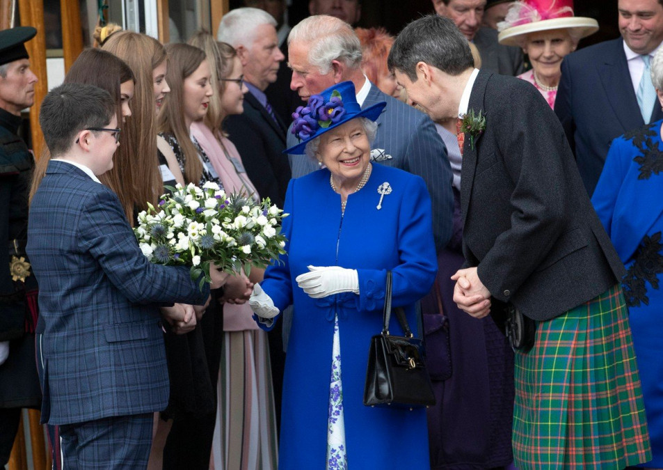 Gestul neasteptat al Reginei Elisabeta! Renunta la tron: ce se va intampla cu Kate Middleton si Printul William
